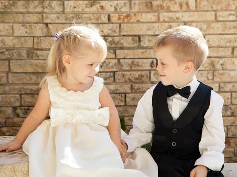 結婚式に出席する際の子供服のマナー